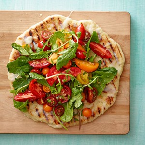 Grilled-caprese-salad-pizza-recipe