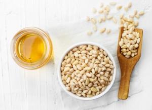 pine-nuts-oil763